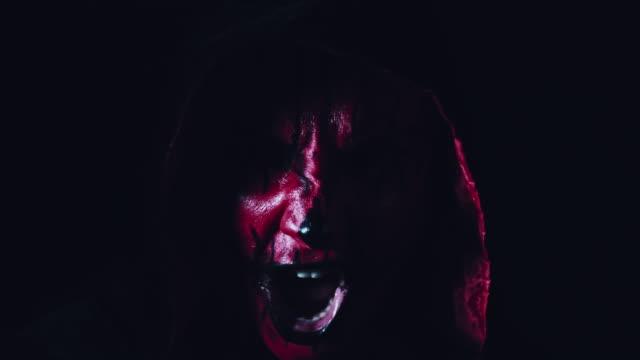 4-k-Horror-Halloween-diablo-gritando
