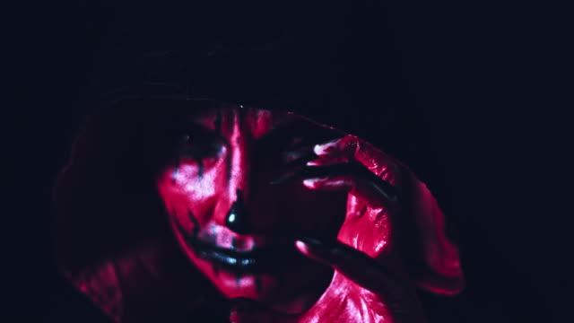 4-k-Horror-Halloween-Devil-gesticulando-con-la-mano