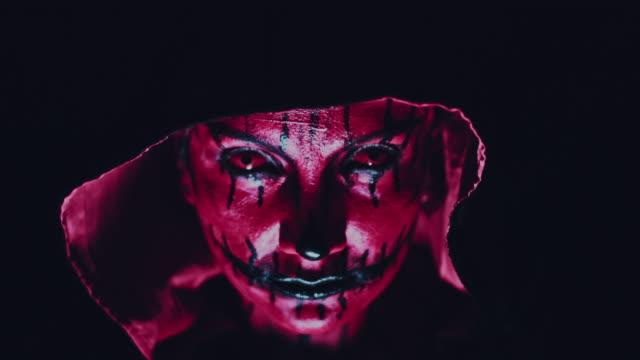 4-k-Horror-Halloween-diablo-mirando-mal