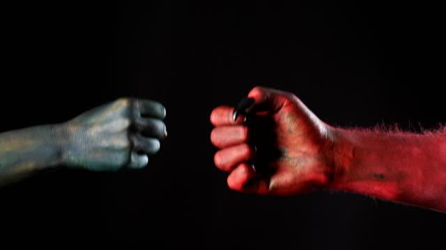 Demonio-y-troll-jugar-juego-de-piedra-papel-tijeras-Enfrentamiento-fps-50