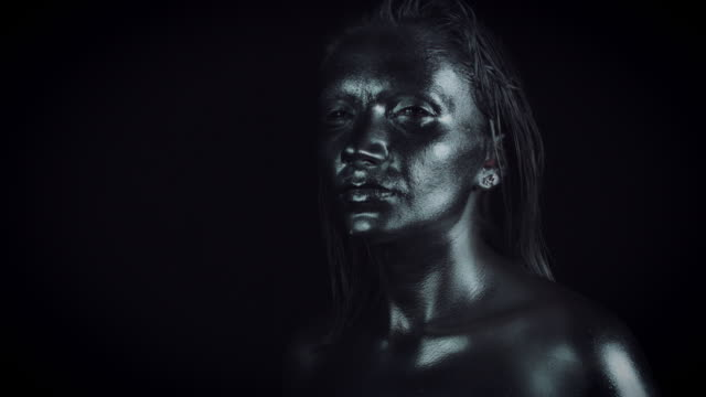 4K-Horror-Woman-with-Silver-Metallic-Make-up-Posing-like-Statue