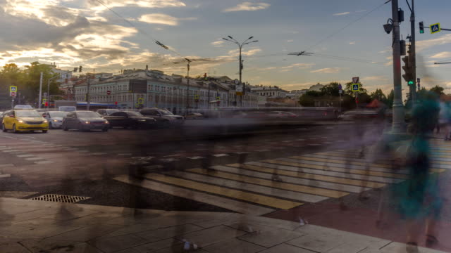 view-of-urban-square-with-the-movement-of-public-transport-cars-and-crowds-of-people-rushed-home-after-the-working-day-time-lapse