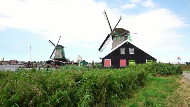 Iconic-Windmills-at-the-Zaanse-Schans-near-Amsterdam-Holland