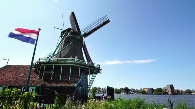 Visitors-taking-pictures-of-traditional-Windmills-Zaanse-Schans-near-Amsterdam-Holland
