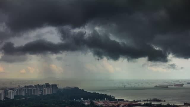 4-k-tiempo-transcurrido-desde-la-azotea-de-la-tormenta-de-lluvia-de-Costa-de-Singapur