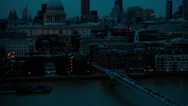 Tilting-shot-showing-the-Millennium-Bridge-and-St-Pauls-Cathedral-during-the-blue-hour-in-London-England-UK