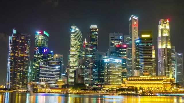 panorama-de-la-noche-de-Singapur-marina-bay-ciudad-rascacielos-4k-lapso-de-tiempo