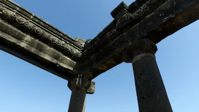 Girando-alrededor-de-la-parte-superior-de-las-ruinas-de-la-sinagoga