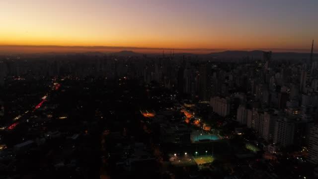 Antena-vista-Sao-Paulo-ciudad-en-atardecer-Brasil