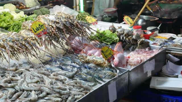 Dining-and-seafood-in-Chinatown-of-Bangkok
