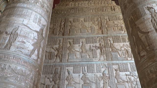 Interior-del-templo-de-Dendera-o-templo-de-Hathor-Egipto