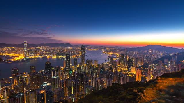 Lapso-de-tiempo-de-4K-vista-aérea-del-puerto-de-Victoria-ciudad-de-Hong-Kong