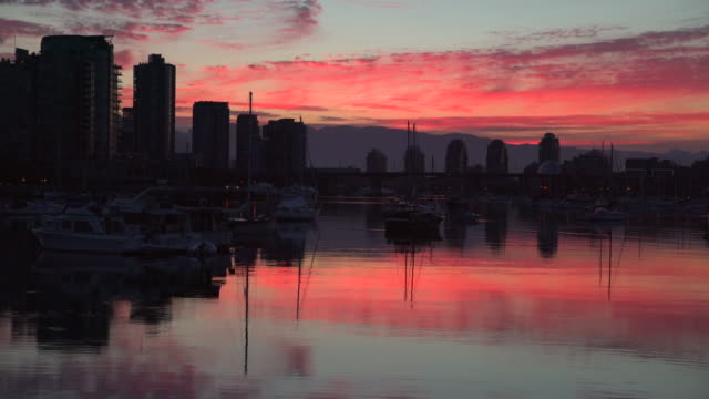 False-Creek-Sunrise-Reflection-4K-UHD