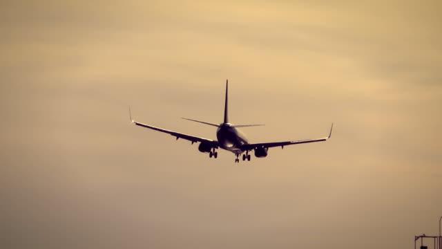 Commercial-Jet-Landing