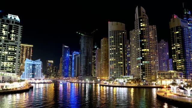 Lapso-de-tiempo-del-noche-UHD-de-4-K-Dubai-Marina,-Emiratos-Árabes-Unidos