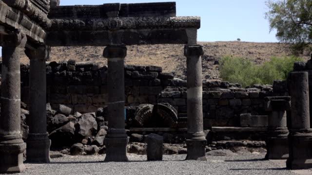 Vista-de-entrada-de-los-restos-de-la-antigua-sinagoga-negro