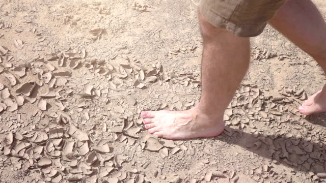 Video-of-man-walking-on-the-desert-in-real-slow-motion