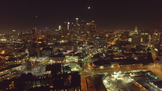 Gran-tiro-aéreo-de-Los-Ángeles-en-la-noche