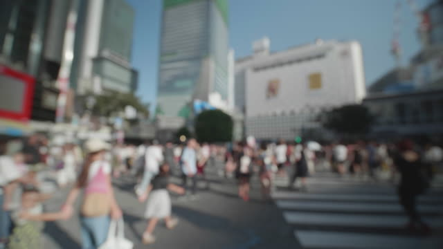 Soft-Focus---People-walking-at-the-scramble-intersection-(Double-speed)