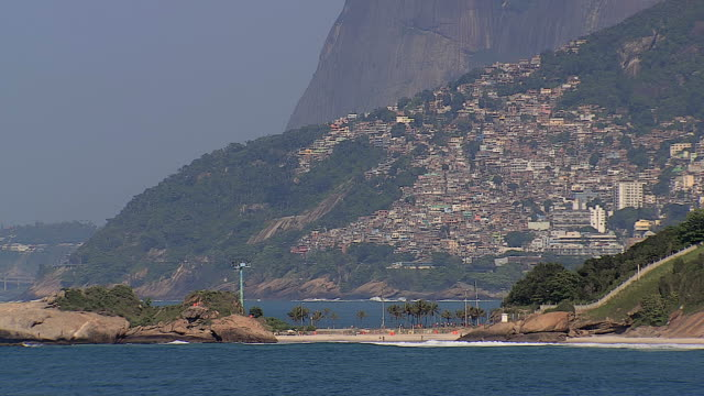 Ángulo-tan-bajo-de-la-Toma-cenital-de-Playa-de-Ipanema-Río-de-Janeiro