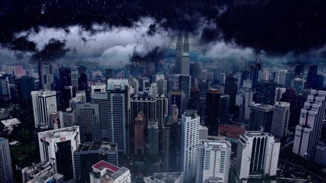 Huelga-de-relámpago-en-la-ciudad-de-Kuala-Lumpur-Vista-aérea-de-la-capital-de-Malasia-Vuelo-sobre-edificios-altos