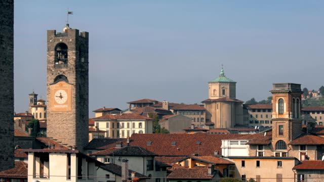 """Panorama-del-antiguo-Bergamo-Italia-Bérgamo-también-llamado-La-Citt-dei-Mille-\""""La-ciudad-de-los-mil\""""-es-una-ciudad-adentro-Lombardía-norte-de-Italia-unos-40-km-al-noreste-de-Milán-"""