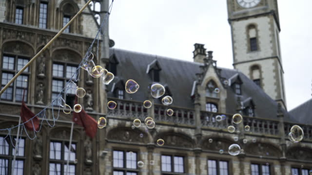 Soap-bubbles-in-centre-of-Ghent-