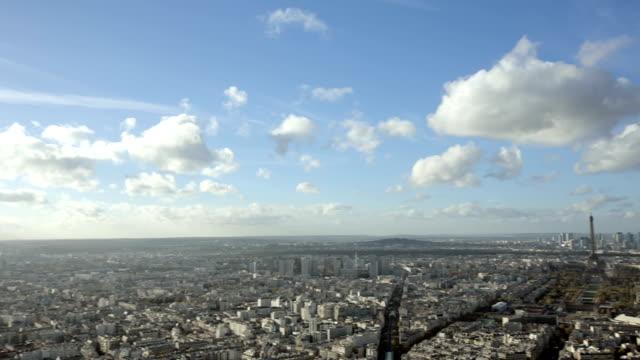 París-Francia-20-de-noviembre-de-2014:-Ángulo-amplio-toma-de-apertura-de-la-ciudad-de-París-y-de-la-torre-Eiffel-con-toma-panorámica-de-la-introducción-Durante-el-día