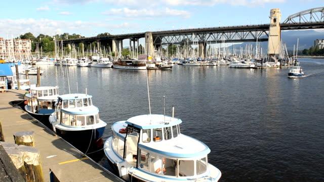 Falso-Creek-barco-tráfico-Vancouver