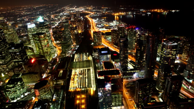 Timelapse-aerial-of-traffic-in-Toronto,-Canada-at-night
