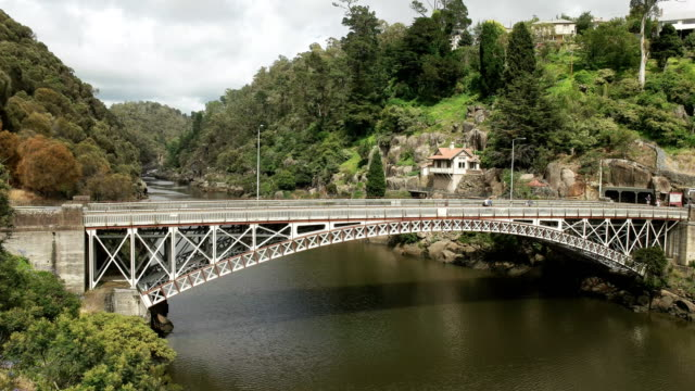 morning-view-of-kings-bridge-and-cataract-gorge-in-the-city-of-launceston