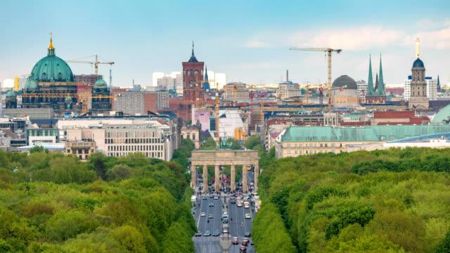 Berlin-Germany-time-lapse-4K-city-skyline-timelapse-at-Brandenburg-Gate-and-Tier-Garden