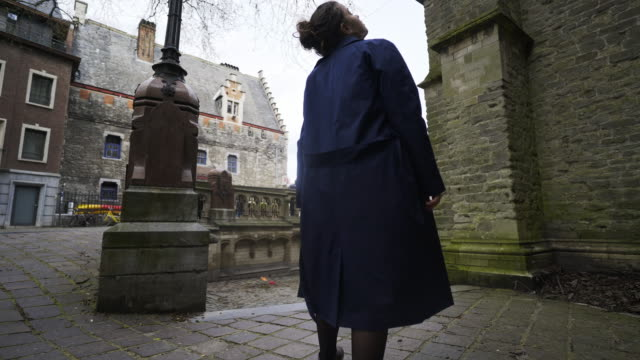 Woman-walking-on-centre-of-Ghent