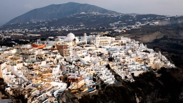 Lapso-de-tiempo-de-la-noche-de-la-ciudad-de-Fira-(Thira)-isla-de-Santorini-Grecia