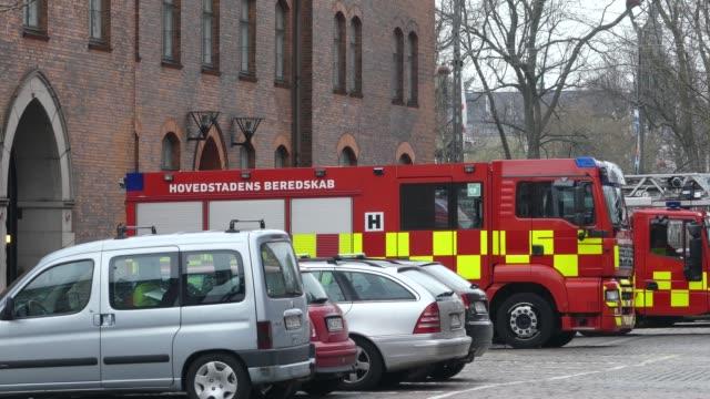 Copenhague-Dinamarca-marzo-2019:-Departamento-de-bomberos-de-la-ciudad-Vehículo-especial-de-bomberos-frente-al-edificio-