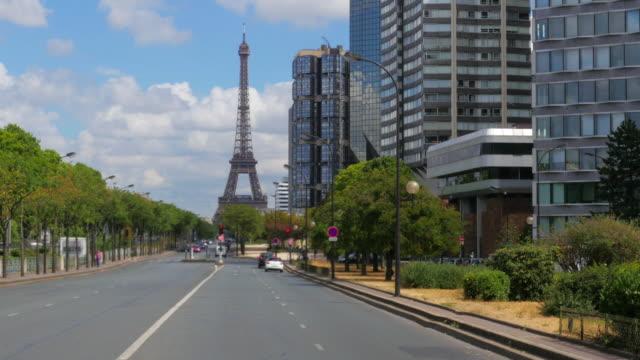 Torre-Eiffel-en-París-Francia