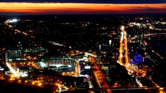 Vista-aérea-panorámica-timelapse-de-Boston-del-centro-de-la-ciudad-por-la-noche