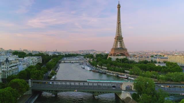 Paris-la-Torre-Eiffel-antena-puesta-del-sol