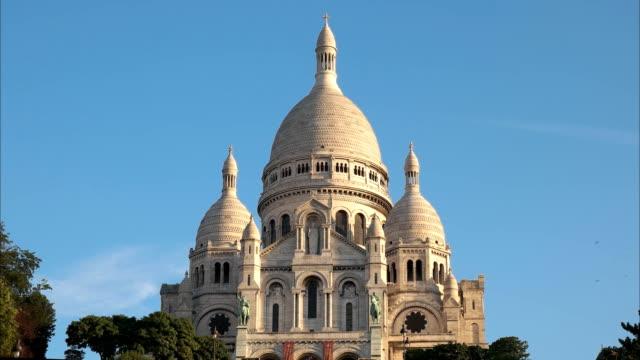 cerrar-vista-de-Basílica-del-Sacré-coeur-París