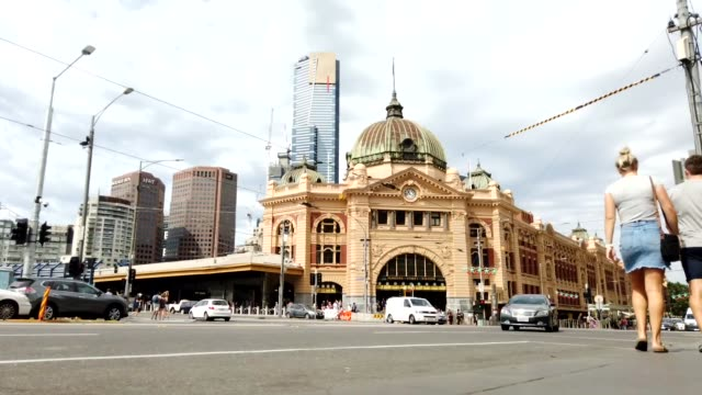 Timelapse-of-Flinders-Street-Station-during-the-day