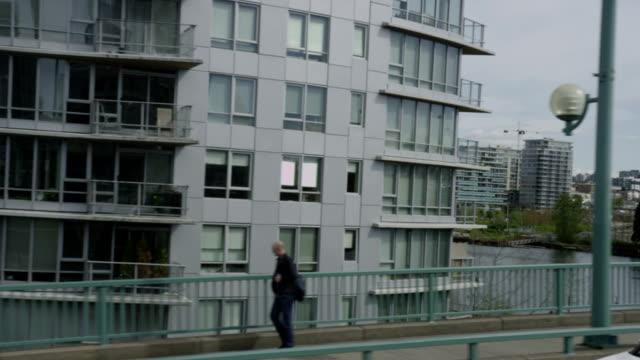 Slomo-alta-aumenta-las-calles-de-entrada-de-personas