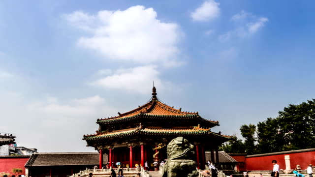 Shenyang-China-Ago-1-2014:-Pasos-de-izquierda-a-derecha-los-famosos-Dazheng-Hall-en-la-Ciudad-Prohibida-de-Shenyang-China