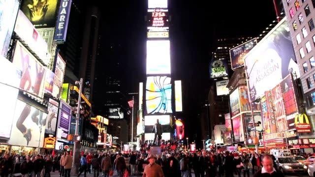 Times-Square-en-Nueva-York-City-Pan-Up