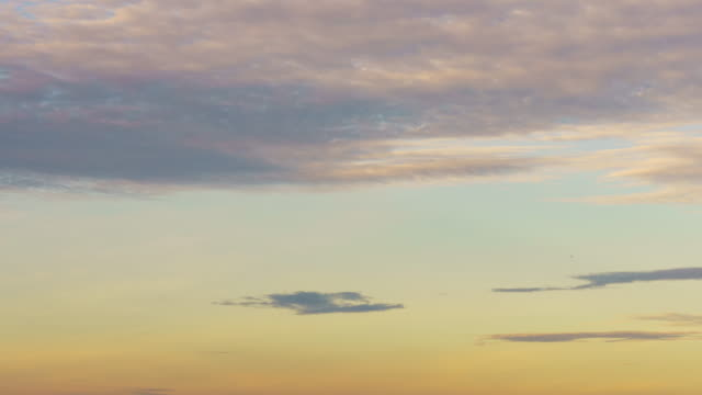 Day-to-Night-Time-lapse-:-4K-golden-vivid-heavenly-sunset-sky-timelapse-sun-beams-and-light-rays-