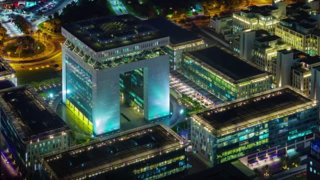noche-iluminación-dubai-bloque-financiero-techo-superior-panorama-4k-tim-transcurrir-Emiratos-Árabes-Unidos