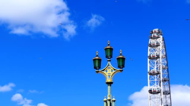 Antigua-calle-noria-luz-y-personas