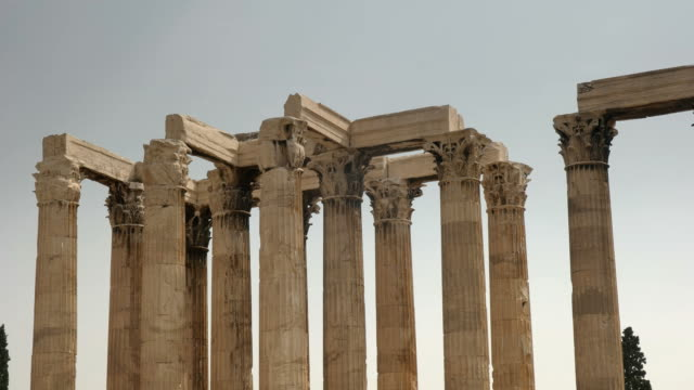 panning-shot-of-the-columns-of-the-temple-of-zeus-in-athens-greece