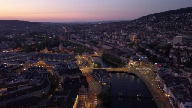 Sonnenuntergang-beleuchtet-zurich-Innenstadt-Uerial-Panorama-4k-Schweiz
