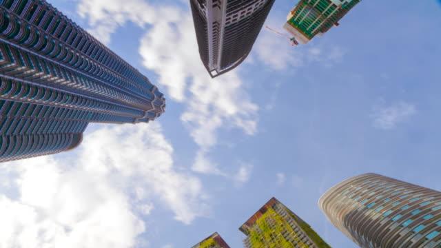 Rotar-vista-Timelapse-sobre-rascacielos-edificios-corporativos-de-ciudad-de-Kuala-Lumpur