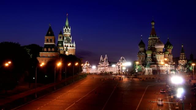 Kremlin-y-Saint-Basil\-s-Cathedral-la-noche-timelapse